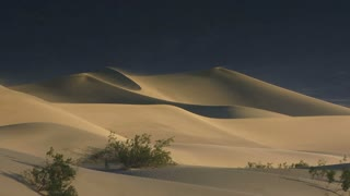 Dunes 003: A breeze blows across dramatic sand dunes (Loop).