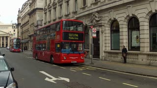 london famous red bus