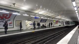 Paris 27 Jan 2017 Train Enter Babylone Metro Station
