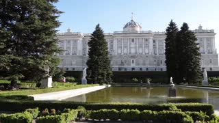 Royal Palace of Madrid garden and pond