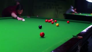 A snooker player manages to bring the red ball into the hole...
