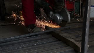 Cutting pipes with a grinder