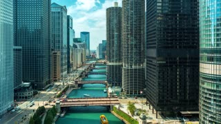 Time-lapse of the Chicago River with traffic and boats