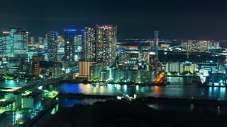 Time-lapse of Tokyo Bay at night with boats