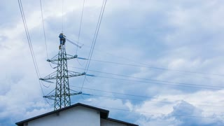 Dangerous work on power lines