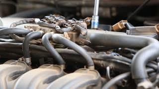 mechanic repair valve engine