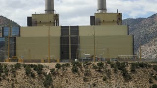 A large coal power plant in Southern Utah panning shot