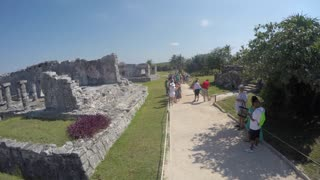 Editorial Shot Tourists At The Beach Side Mayan Ruins In Tulum Mexico