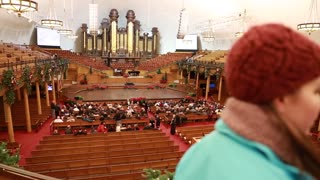 People at the mormon tabernacle in Salt Lake City