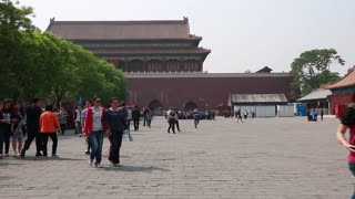 people going to the forbidden city wall
