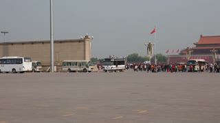 tourists at tiananmen square waiting to see mao zedongs body