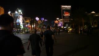Editorial Tourist Walking On The Las Vegas Strip In Nevada At Night