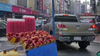 Fruit drink stall and traffic on Yaowarat Road, Chinatown, Bangkok, Thailand, Southeast Asia, Asia