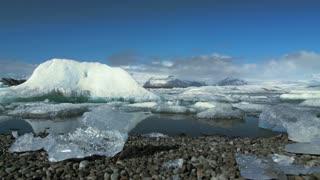 Forward slider to the Jökulsárlón Glacier lagoon in southeast Iceland