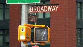 Pedestrian traffic light turns to red