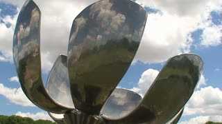 Time lapse of the Floralis Generica, Buenos Aires, Argentina