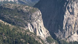 Zoom-out from the mountains in Yosemite park
