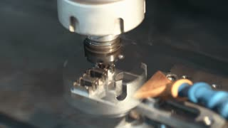 Metal parts manufacturing using electrical discharge machine