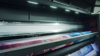 Large format printer printing high quality graphics at high speed