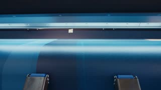 Large format printer printing on a roll of paper at high speed
