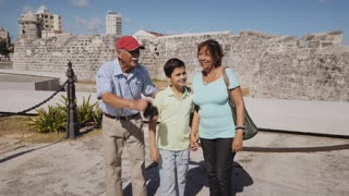 10-Senior Tourist Taking Souvenir Photo Family Vacations Cuba Steadicam