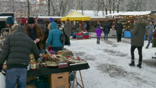 17 Berlin Germany Flea Market In Mauerpark Tourists Winter Snow