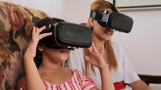 VR Game For Happy Mother Daughter Mom Child Playing