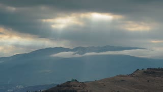 The movement of clouds in Mountains (Timelapse)