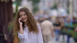 3 in 1 video! The woman phone outdoor. Real time capture