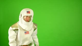astronaut suffocate - green screen