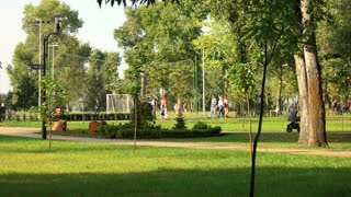 17. 09. 2017 - Kyiv, Ukraine. Crowdy city park. Green summer holiday in the park.