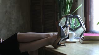 beautiful business woman resting in the workplace throwing her legs on the table