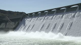 The enormous Grand Coulee Hydroelectric Power Dam in Washington, USA cu 04.mov