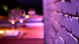 Empty wine glasses on a wooden table at a restaurant - Changing defocus to focus