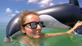 Summer Woman Portrait in Sunglasses on Beach