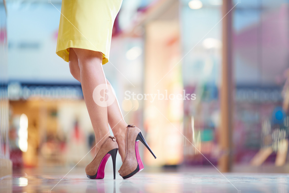 Image Of Glamorous Lady Wearing Yellow Skirt And High-heeled Shoes