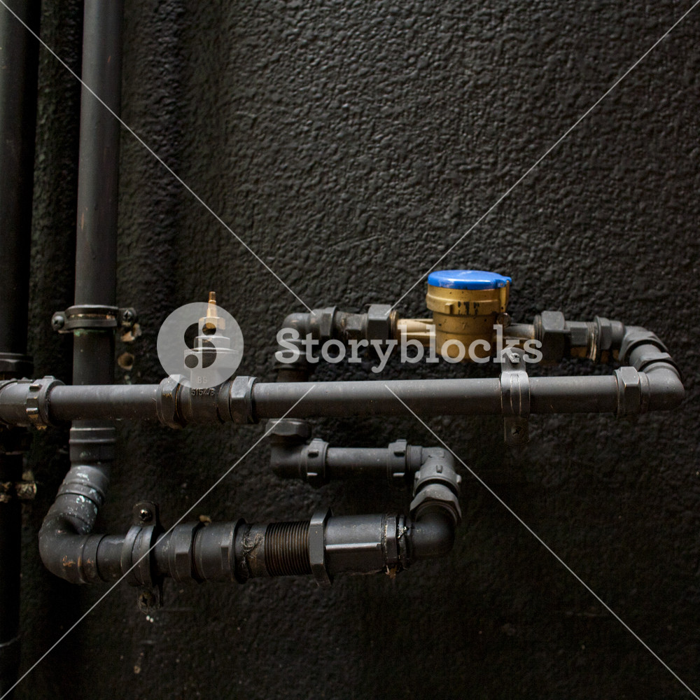 A water level indicator on black wall