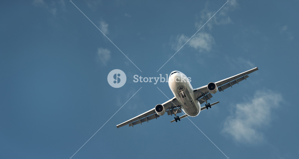 Large Commercial Airliner Coming In To Land