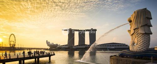 Singapore landmark Merlion with sunrise Panorama